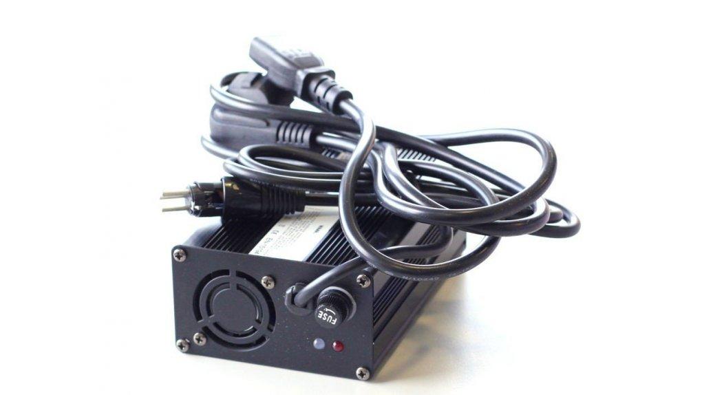 Chargeur 36 volts pour batterie sur rail 375 ,522, 610 Wh ou 320 Wh sac