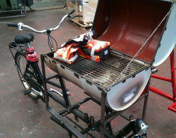 Biporteur Barbecue en cours de fabrication.