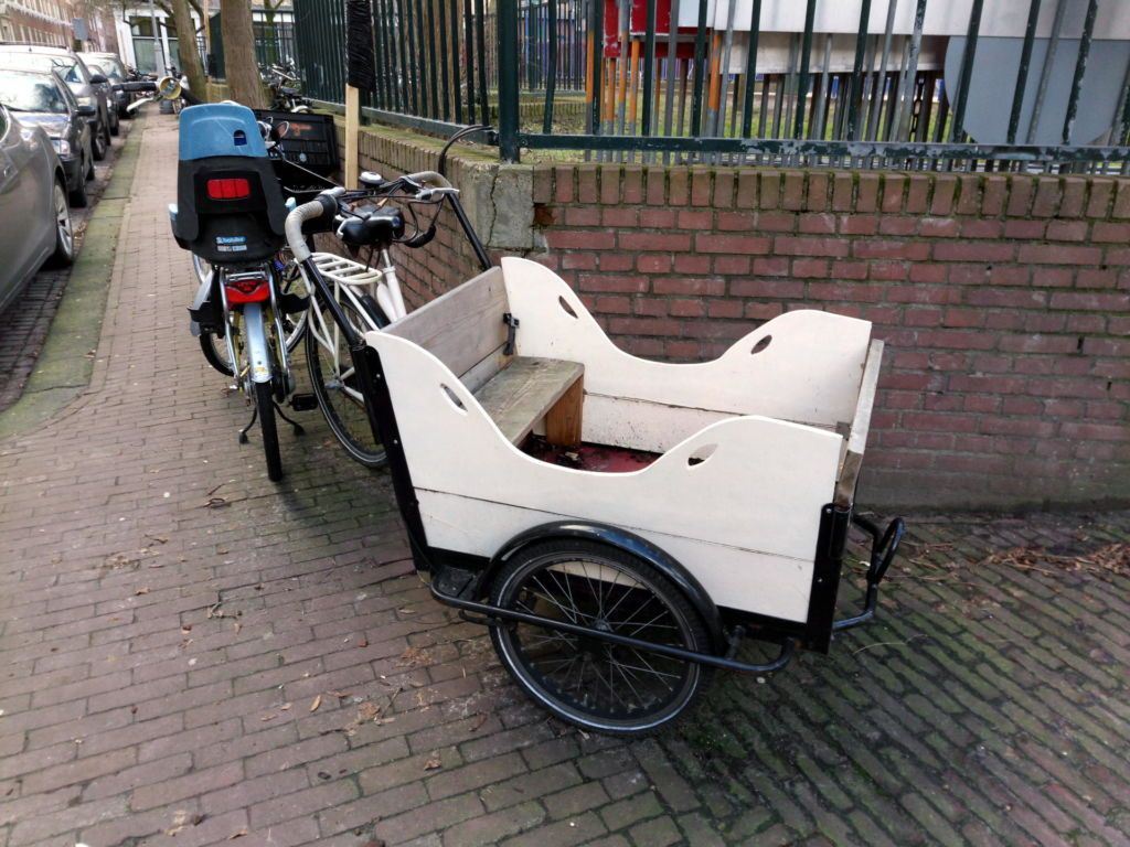 Triporteur blanc d'Amsterdam