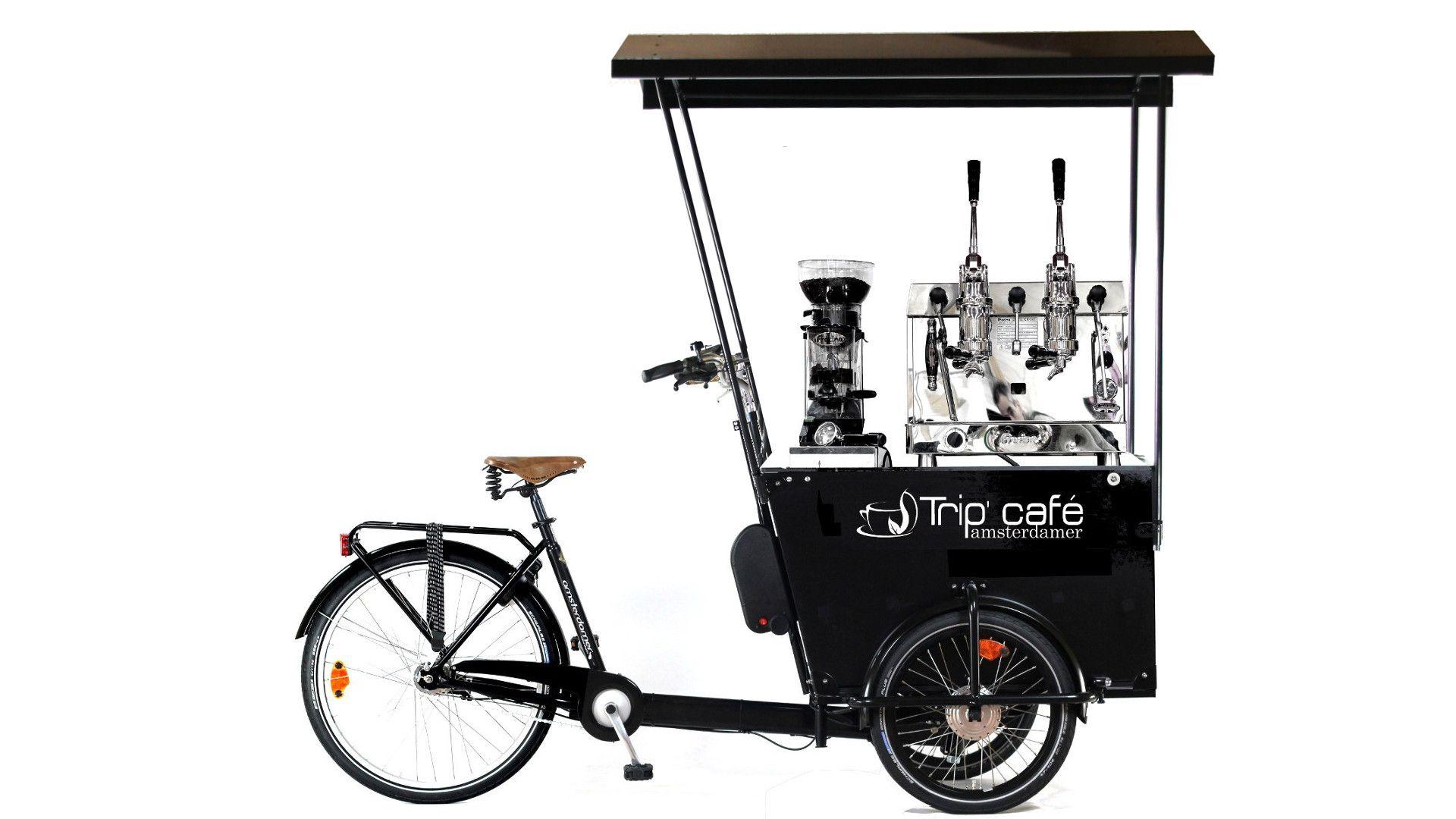 Un triporteur pour la vente de café