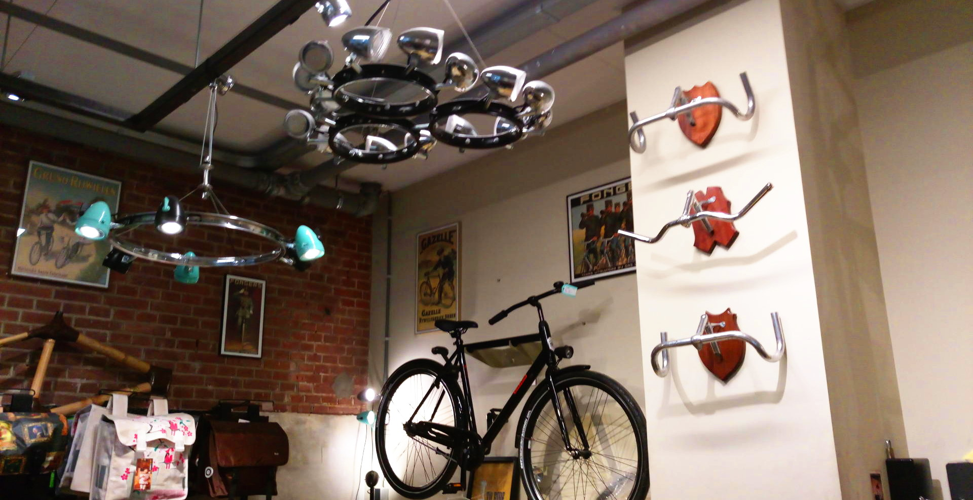 magasin-velo-amsterdam-recycle-deco-accessoires-velo-luminaire-lustres
