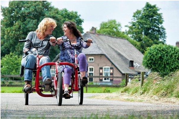 Un modèle de tandem tricycle côte à côte