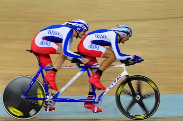 Et 100 ans plus tard, leurs héritiers modernes Olivier Donval et John Saccomandi aux Jeux Paralympiques de Pékin.