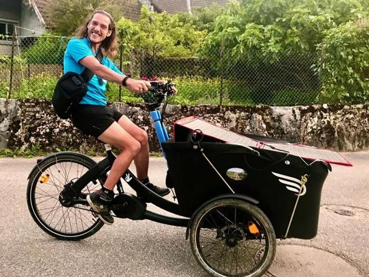 Thomas Sorel sur son Tricycle lors d'un de ses voyages d'été